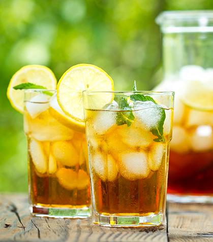 Té negro con hierbabuena y jugo de naranja