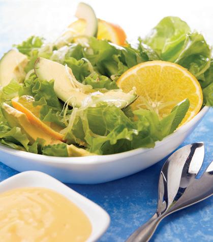 Ensalada de aguacate con aderezo de naranja
