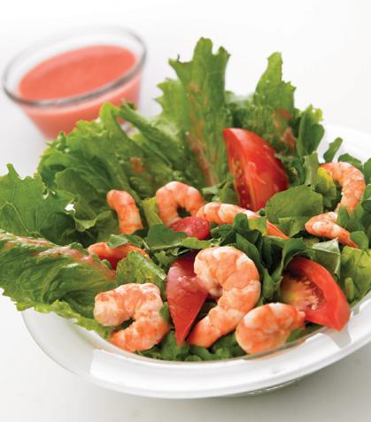 Ensalada de camarón con salsa de fresa