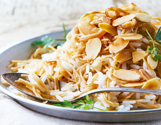 Fideo con arroz y almendras
