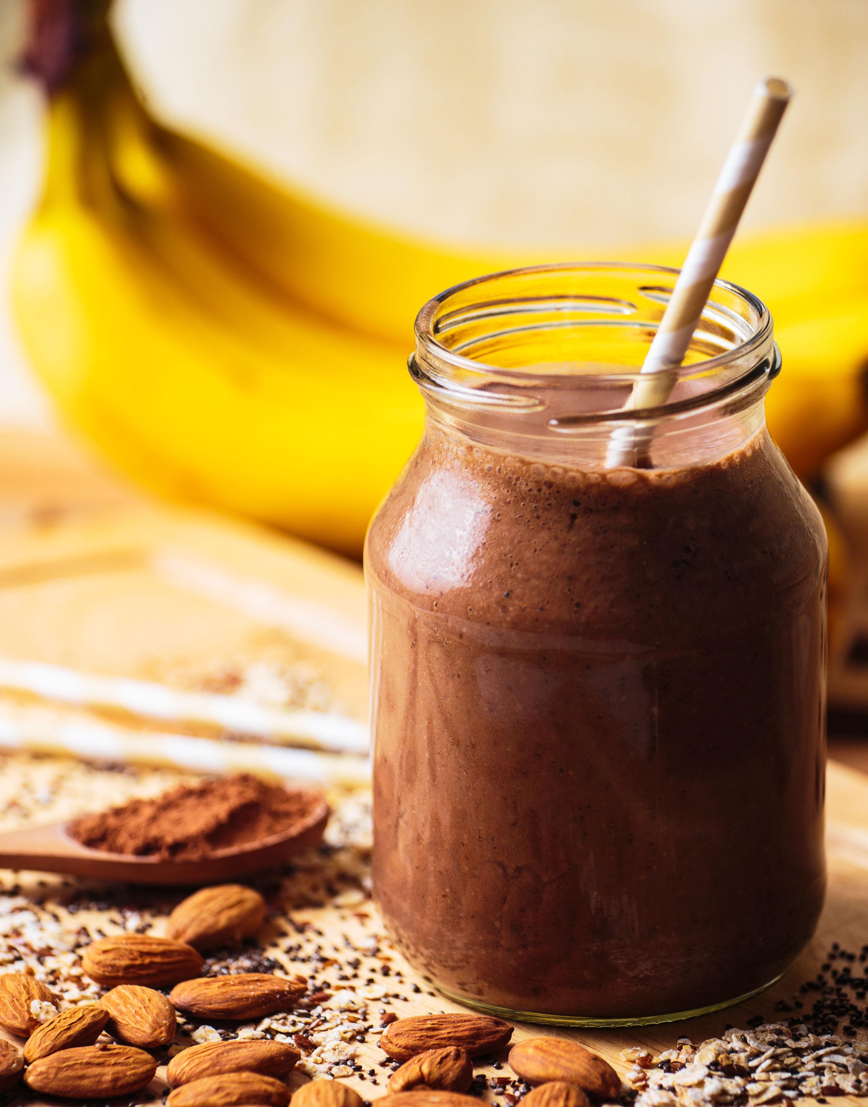 Malteada de plátano con chocolate amargo