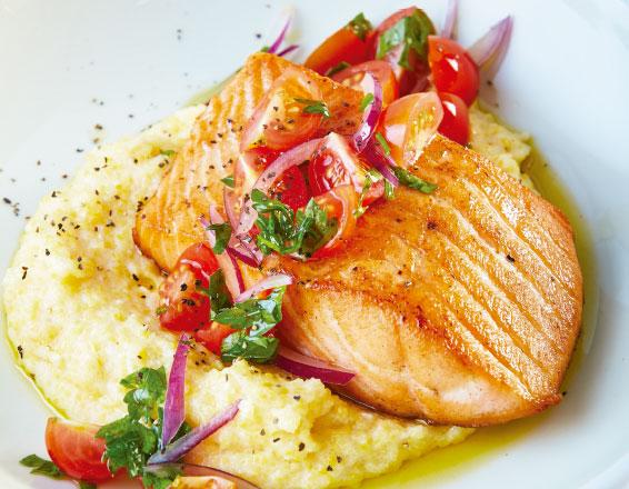 Polenta con salmón asado