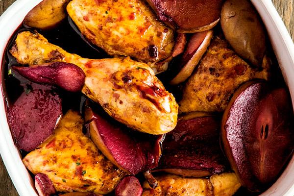 Pollo con peras y vino tinto