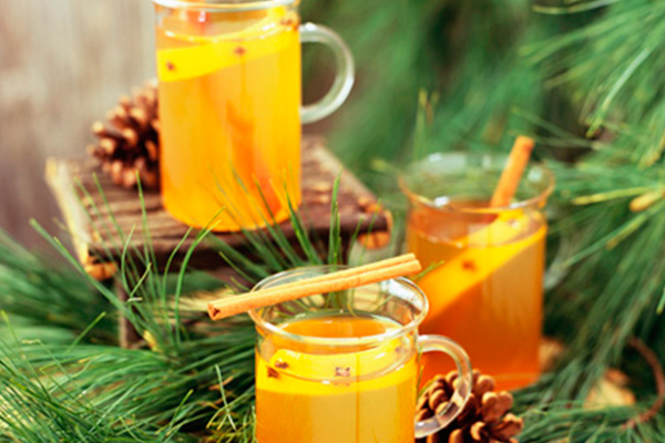 Bebidas calientes: ponche de té de limón