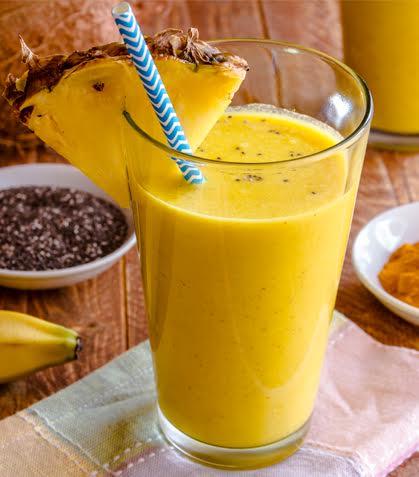 Batido de piña con plátano y cúrcuma