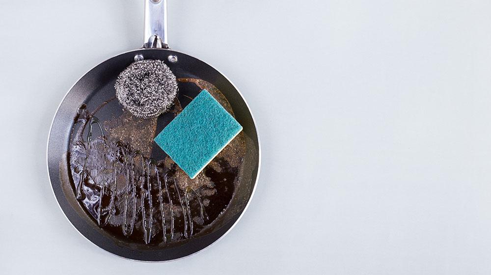 Cómo limpiar la sartén pegada