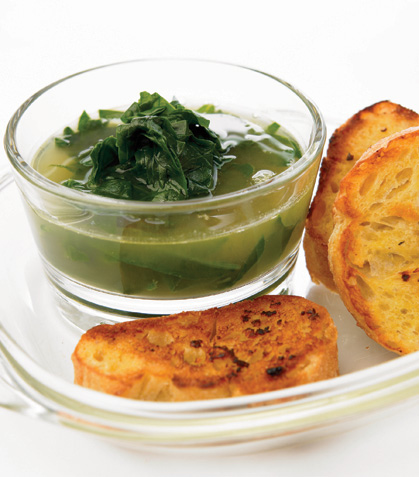 Sopa de espinacas con pan