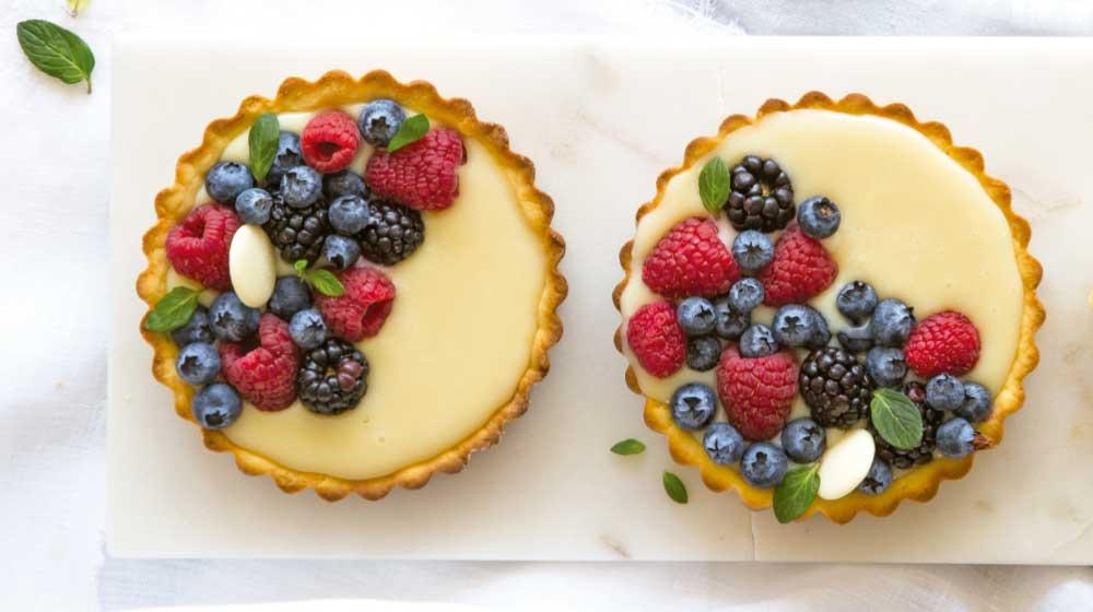 tarta-de-chocolate-blanco-con-frutos-rojos