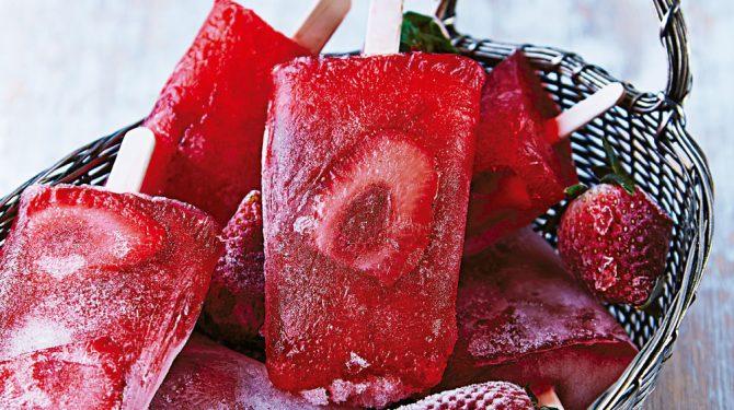 paletas-de-fresa-con-arandano