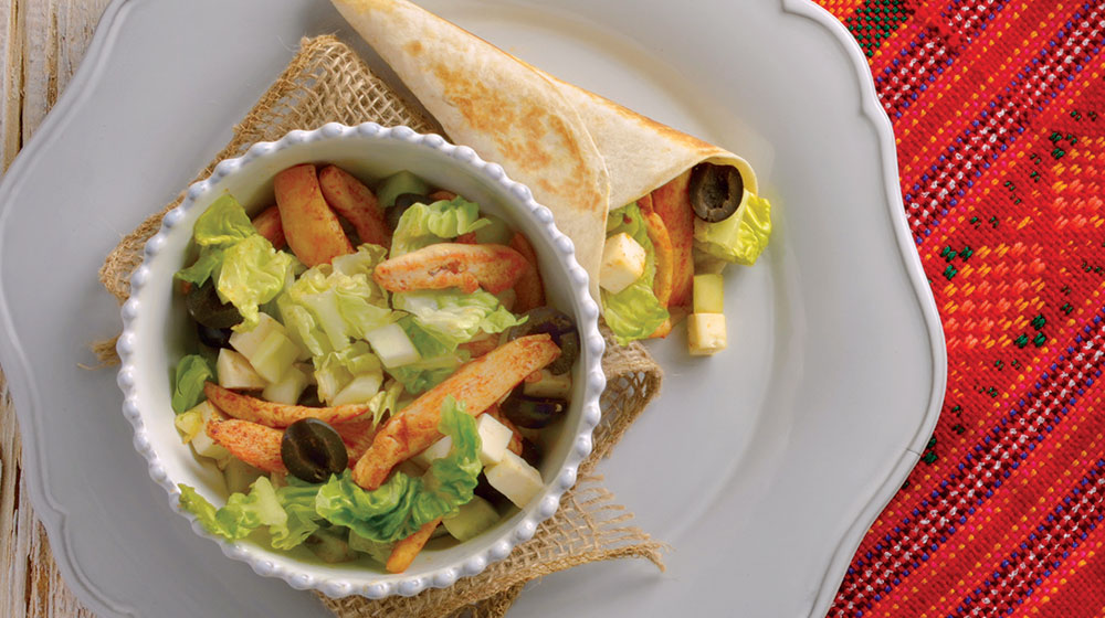 Burrito de pollo con ensalada mediterránea