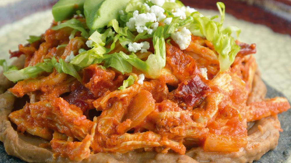Tostadas de tinga recetas de pollo f ciles y econ micas for Cenas faciles y economicas