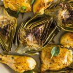 pollo asado con alcachofas