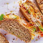 Sándwich de pera asada y zanahoria con miso