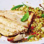 Filete de pescado con quinoa y verduras