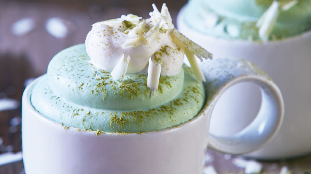 Mousse de matcha con chocolate blanco