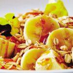 Plátanos con caramelo salado y granola
