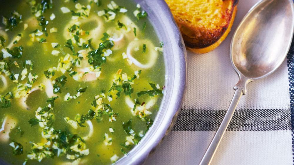 Sopa verde de mariscos