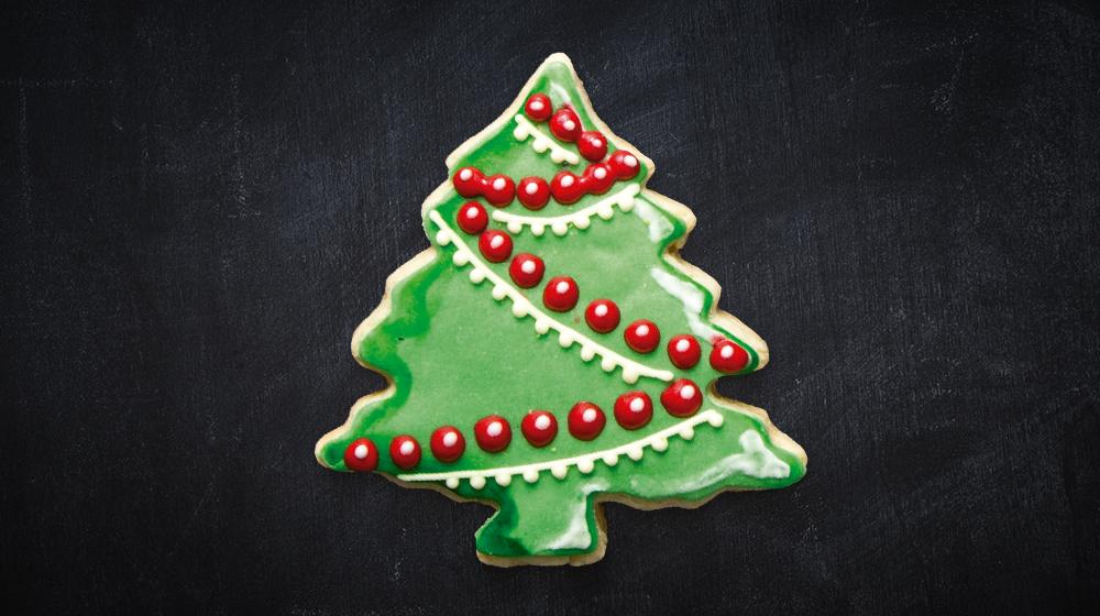 galleta arbolito de Navidad con esferas