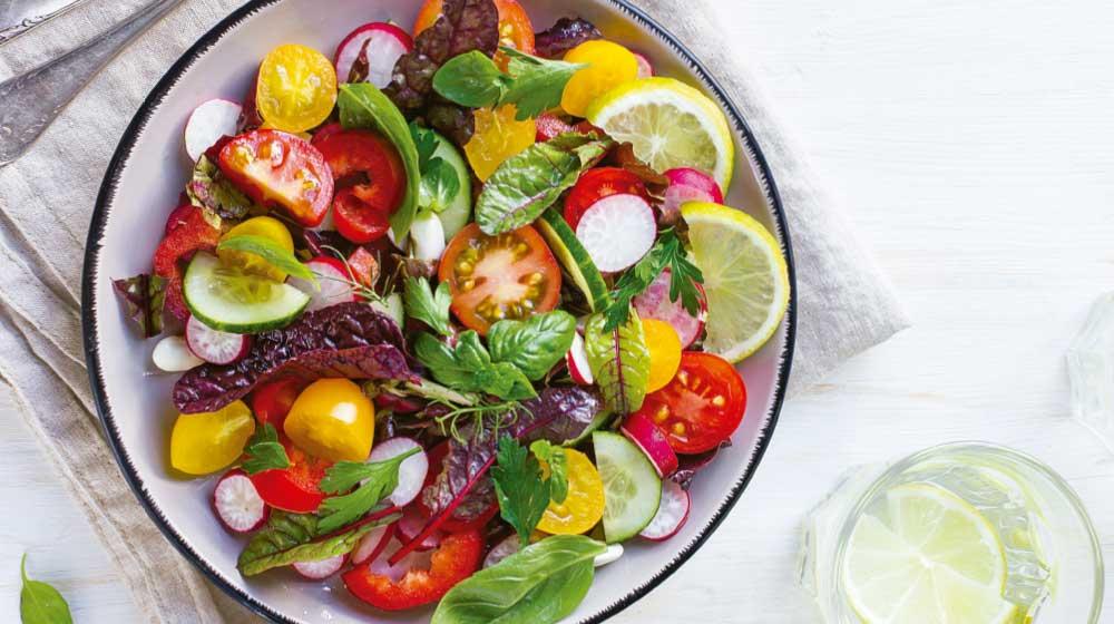Ensalada mediterránea: beneficios de comer ensaladas