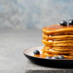 Hot cakes de avena con blueberries