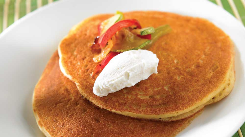 Hot cakes de requesón con verduras