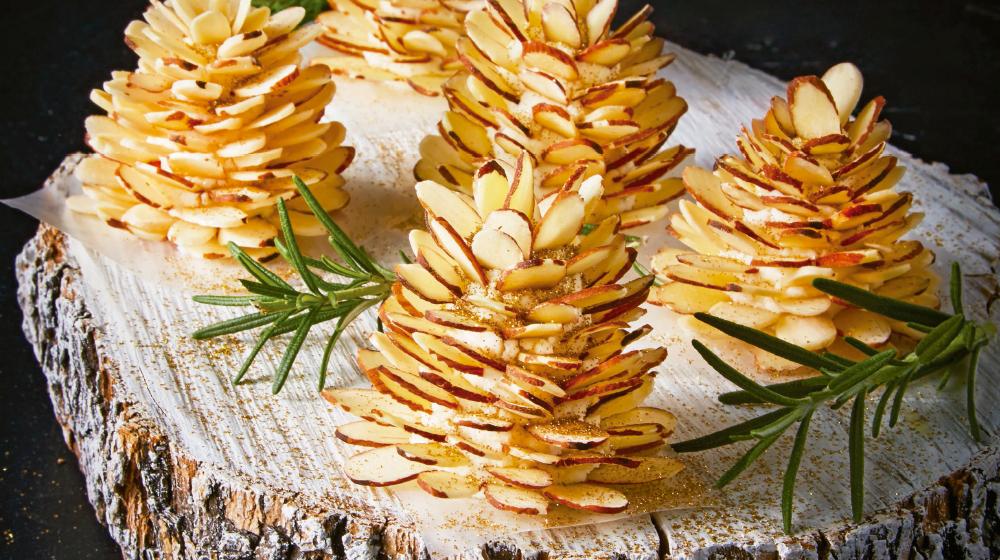 Piñas de almendras con queso