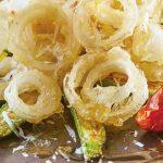aros de cebolla y calabazas