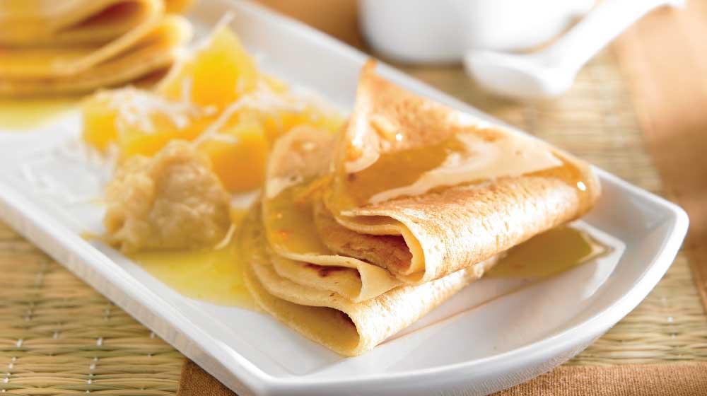 Crepas dulces con salsa de naranja
