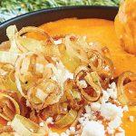 Dip de queso de cabra con pimiento y poro frito