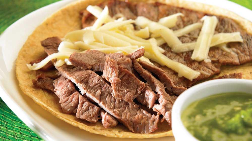 Tacos de bistec con queso