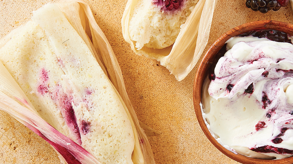 Tamal de zarzamora y queso crema