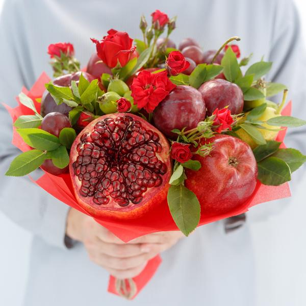 Ramo de flores con fruta 2