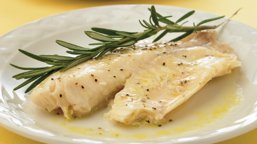 Filete de pescado en salsa holandesa