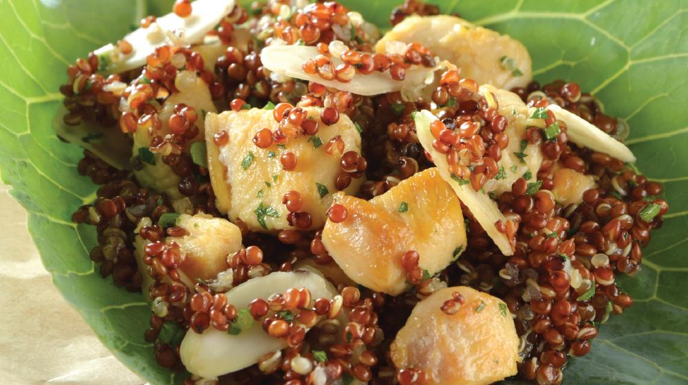 Pollo con quinoa y almendras
