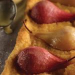 Tarta de pera al vino blanco y tinto con crema de almendras