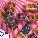 Barras de waffles bañadas de chocolate