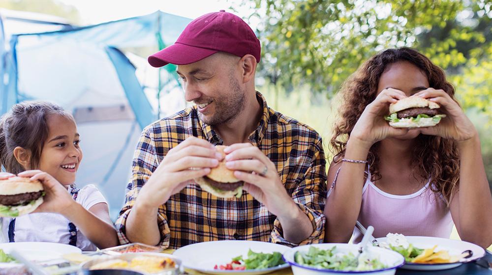 Beneficios de comer al aire libre para tu salud