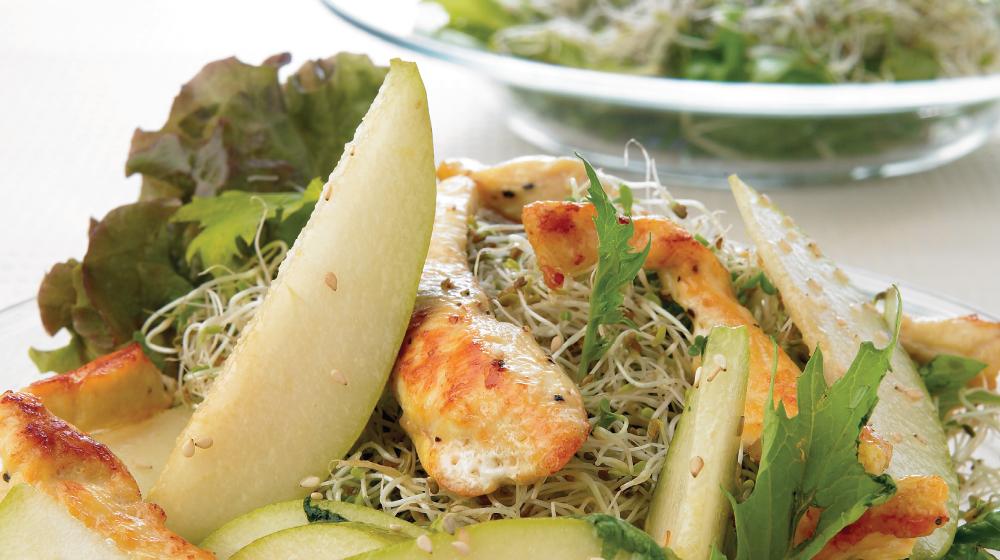 Rica ensalada de pollo y pera, ligera y saludable