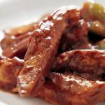 Fajitas de pollo con nueces en salsa de ciruelas
