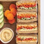 Delicioso y nutritivo sándwich arcoiris