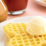 Mini waffles con salsas dulces para el desayuno de tu hijo