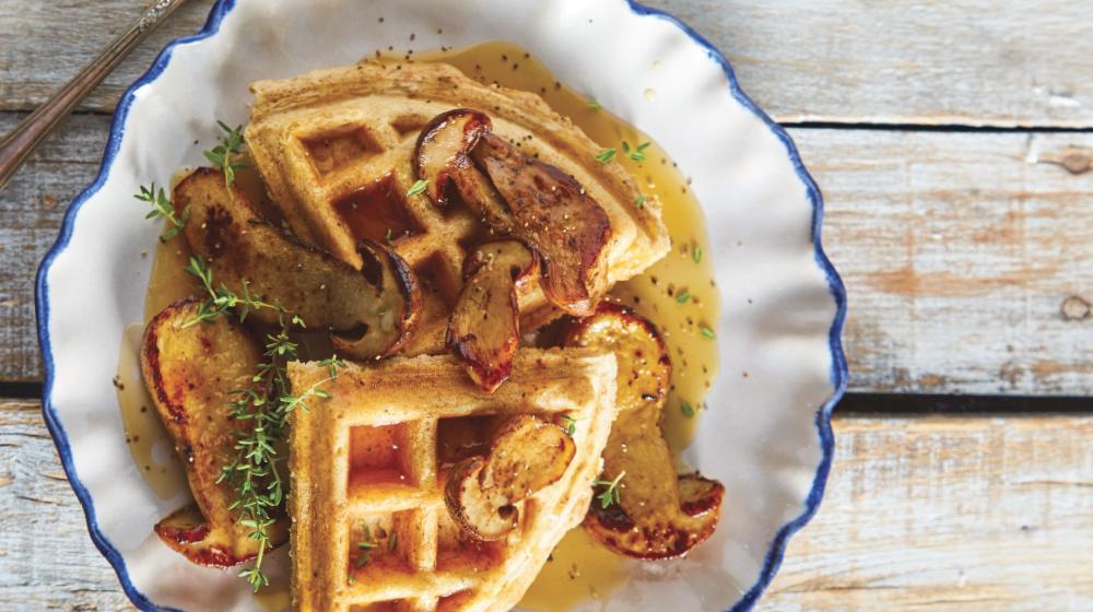 Waffle vegano con hongos para tu desayuno