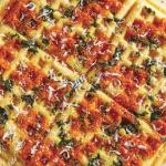 Waffles belgas con jitomate y espinaca