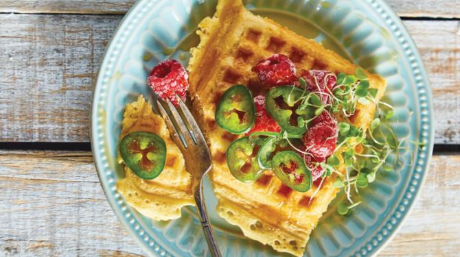 Deliciosos waffles con frambuesa y chile
