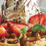 Waffles receta con chocolate y fresas