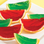 Gelatina de colores en gajos de naranja