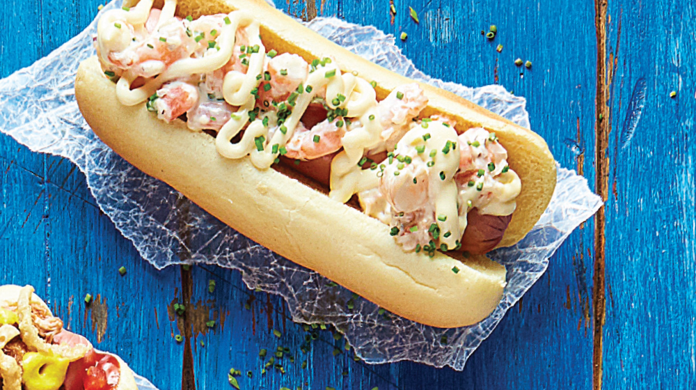 Sabor de mar y tierra: hot dog con camarones