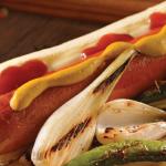Hot dog picante con chiles serranos