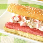 Hot dogs receta con aderezo de pepinillo