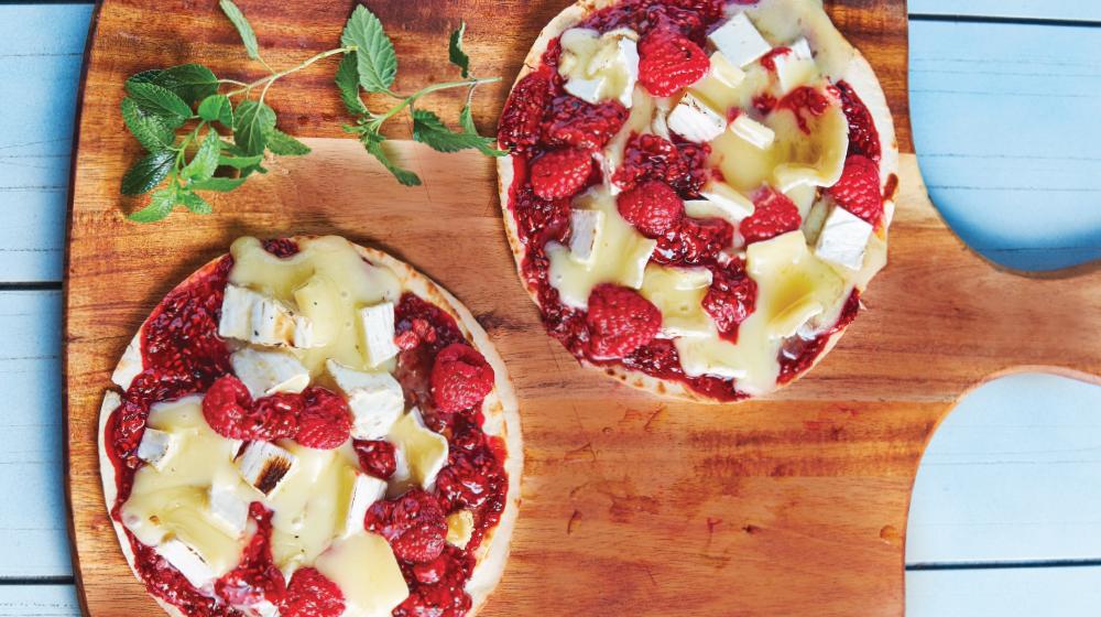 Pizza de frambuesa con queso brie ¡dulce y exquisita!